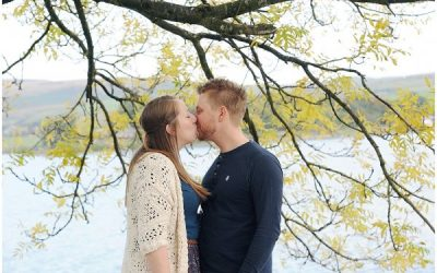 ROCHDALE WEDDING PHOTOGRAPHER / HOLLINGWORTH LAKE ENGAGEMENT SHOOT