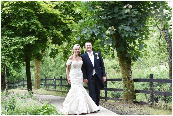 GIBBON BRIDGE HOTEL WEDDING PHOTOGRAPHY / LANCASHIRE WEDDING PHOTOGRAPHER